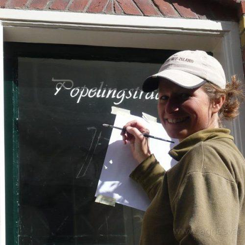 Handgeschilderde straatnaam