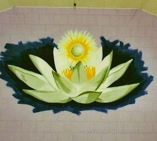 Lotus met parel in yogastudio